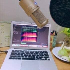 hình mic thu âm takstar