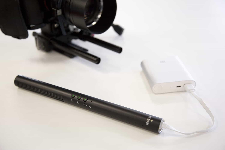 Rode NTG4+ có thể sạc bằng các thiết bị có cổng USB tương thích trong 2 giờ