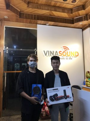Khách hàng Vinasound mua Focusrite 2i2 Studio